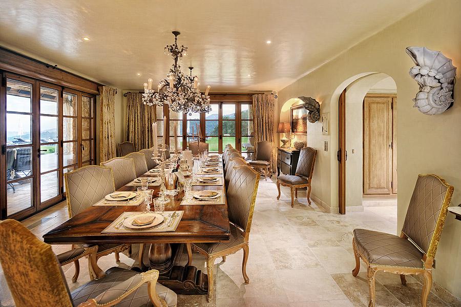Domaine des oliviers de l 39 est rel le manoir for Les plus belles tables a manger
